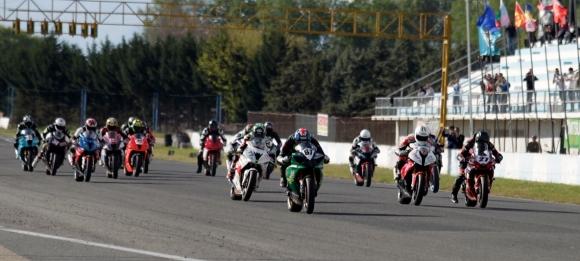 Страхотна битка между Чой и Караньотов на старта на Европейския шампионат по мотоциклетизъм