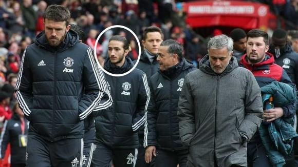Моуриньо впечатлен от футболните познания на сина си, който вече седна на скамейката на Юнайтед