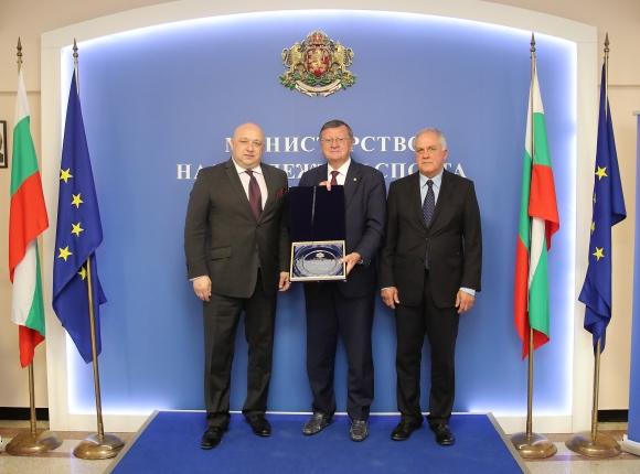 Министър Кралев обсъди с шефа на CEV домакинството на шампионата на Стария континент за жени