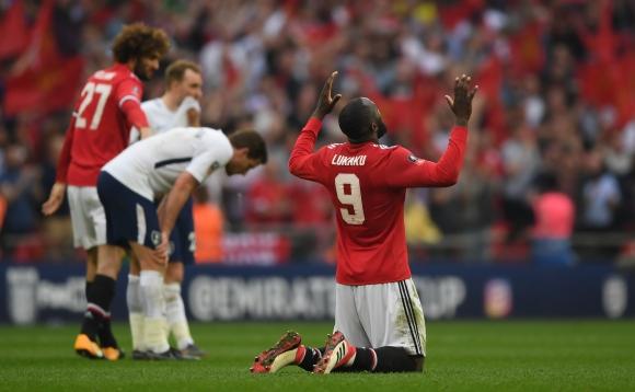 Ман Юнайтед е на финал след обрат срещу Тотнъм (видео)