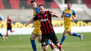 Пет гола в първите мачове във Втора лига