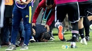 Отново грозни сцени на Балканите - разбиха главата на треньора на Бешикташ по време на дербито с Фенербахче (видео)