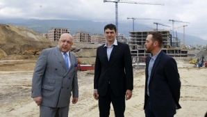 """Министър Кралев посети строежа на новата спортна зала """"София Парк"""" (видео + галерия)"""