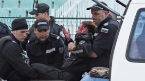 Полицията е арестувала гамена, който рани с бомбичка полицай