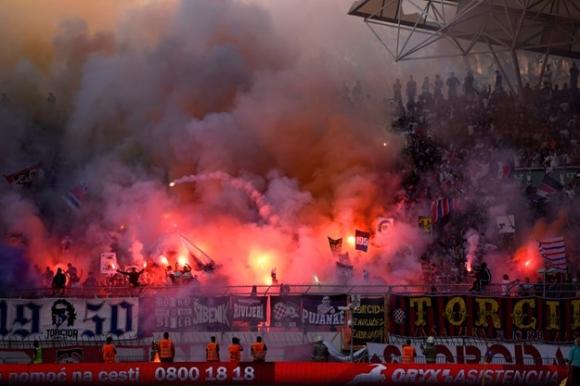 Фенове на Хайдук нападнаха играчите