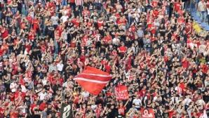 Феновете на ЦСКА-София надъхват футболистите преди реванша с Левски (видео)