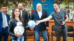 Кралев показа на ученици световната купа по волейбол
