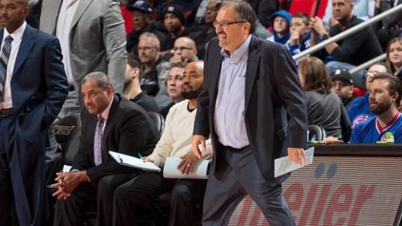 Стан ван Гънди остава начело на Детройт и през следващия сезон