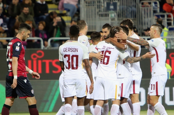 Рома си тръгна с изстрадана победа от Сардиния