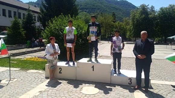 Константин Василев и Мая Недялкова са шампионите на България в планинското бягане