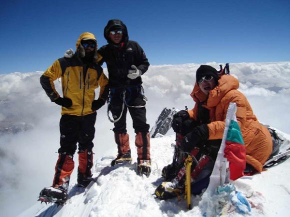 Алпинистите махали дори етикетите на дрехите си, за да не тежат