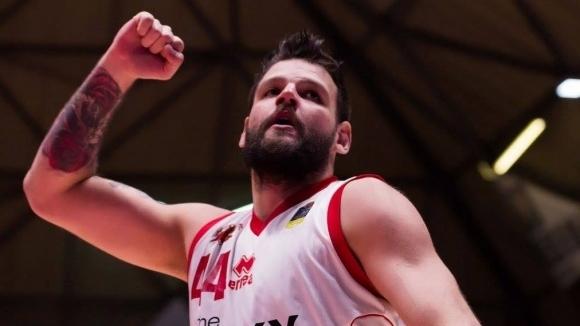 Деян Иванов отбеляза 20 точки при победа на Пистоя