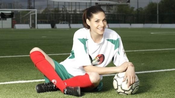 Дами играят футбол благотворително