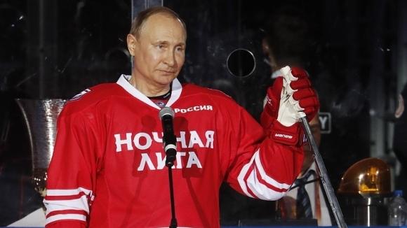 Путин вкара пет гола в мач срещу бивши звезди на NHL