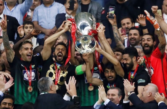 Драма в Турция и исторически трофей за Акхисар Беледиеспор (видео)