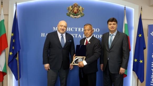Министър Кралев се срещна с президента на Световната айкидо Федерация Кей Изава