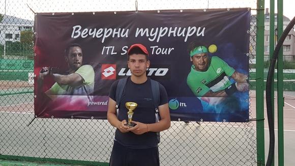 Най-новият шампион в Интерактив тенис: Играя почти всеки ден и затова напредвам