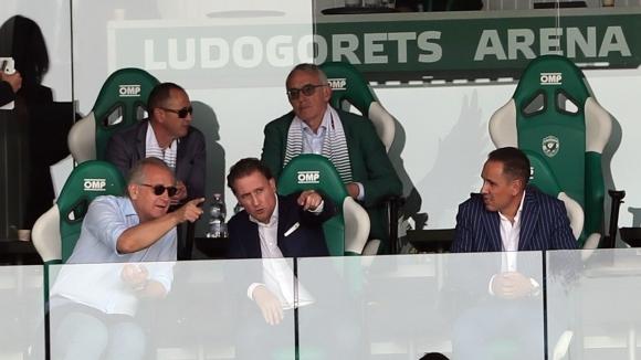 Любопитно: Собствениците на Лудогорец и Левски гледат заедно мача (видео+галерия)