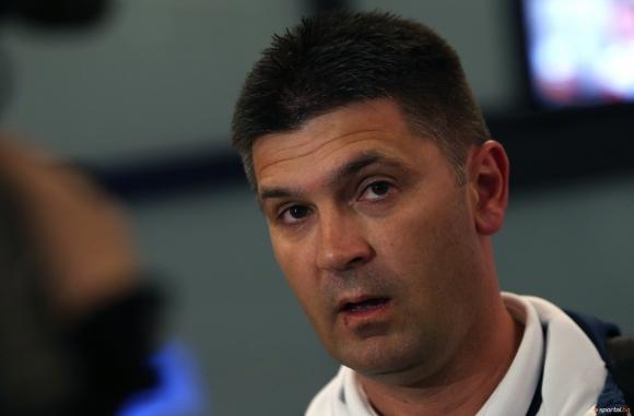 Ангел Стойков събра група от 18 футболисти за контролите с Македония