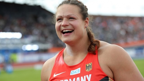Шваниц стана майка на близнаци и се завърна като №1 в Европа
