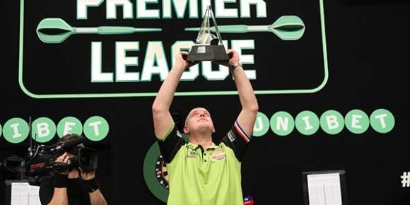 Майкъл ван Гервен отново защити титлата си в Премиър лигата по дартс