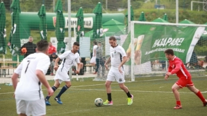 Девет гола бяха отбелязани в демонстративен мач между ветерани на Черноморец и Нефтохимик