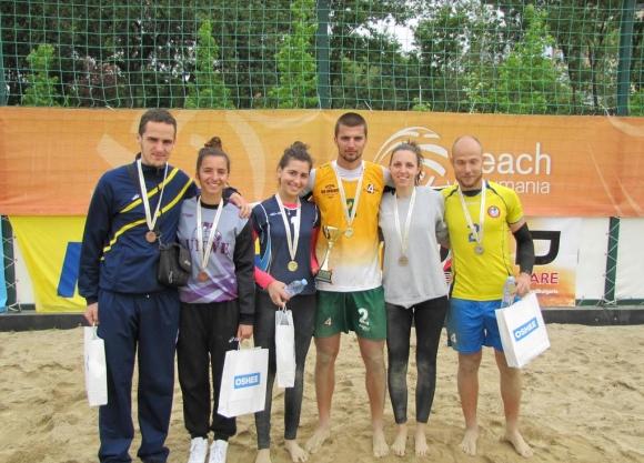 Юбилейният десети сезон на Beach Volley Mania започва с турнир за смесени двойки