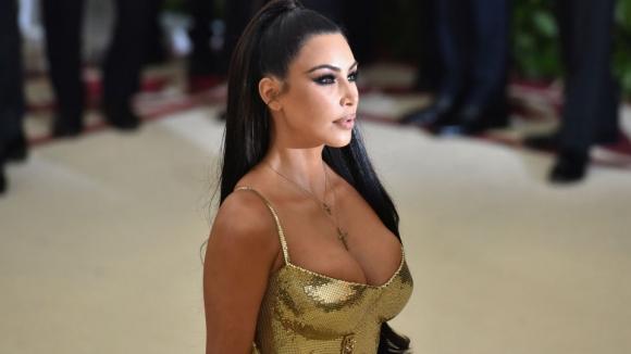 Ким се пусна само по парфюм (снимка)