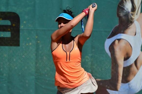 Стаматова спря на полуфинала при двойките в Турция