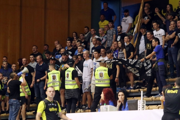 Тежки наказания за Левски Лукойл след изцепките на феновете