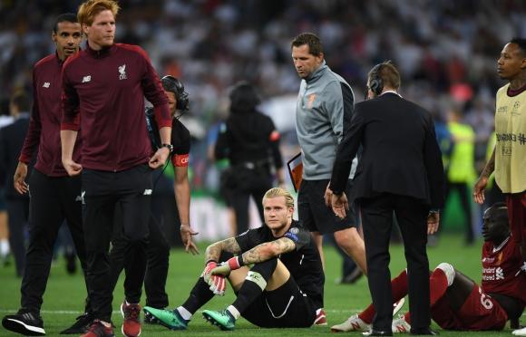 Критикуват играчите на Ливърпул за отношението им към вратаря