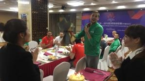 Торта и букет за ЧРД на Ники Пенчев в Китай (снимки)