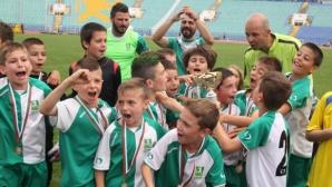 Министър Кралев награди победителите в детския турнир по футбол в памет на Иван Славков