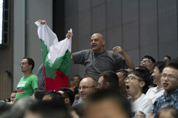 Страхотна българска подкрепа в Китай (снимки)