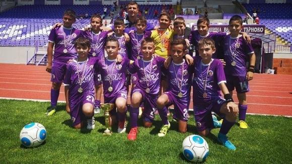 Децата на Етър шампиони на Футбол 7