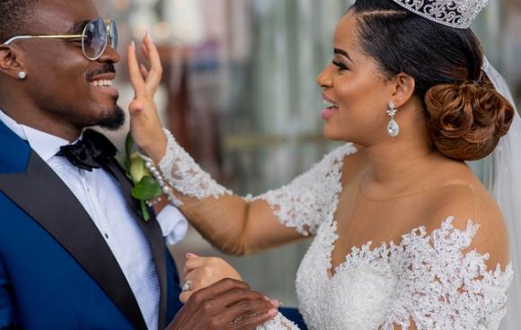 Еменике се раздели с Мис Нигерия 2013 и се ожени за Мис Нигерия 2014