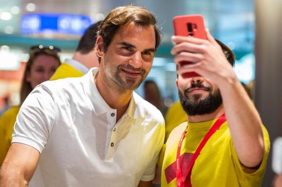 Роджър Федерер се срещна с... Роджър Федерер