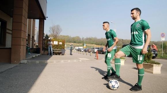 """Футболисти на Лудогорец смаяха пациенти и лекари в столичната болница """"Надежда"""" (видео)"""