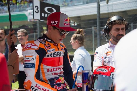 Шампионът в MotoGP Маркес коментира удара с Петручи