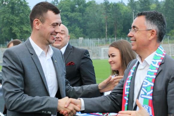 Президентът на Арда преговаря с трима опитни играчи