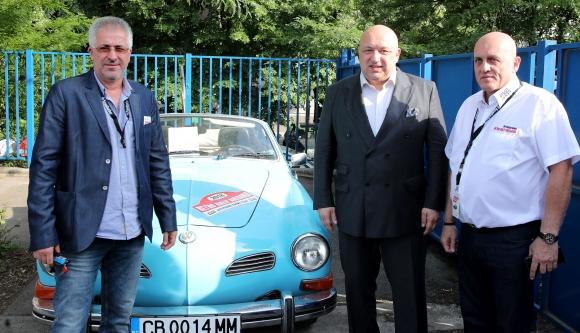 Министър Кралев даде старт на Международното ретро рали България