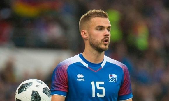 Исландците пробваха Холмар като десен бек