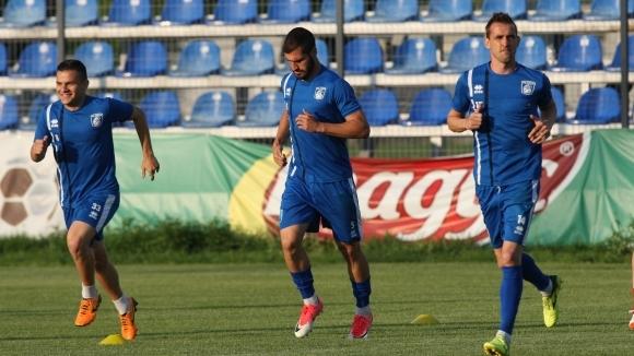 Отбор от Първа лига остана без футболисти, ще търси нови играчи
