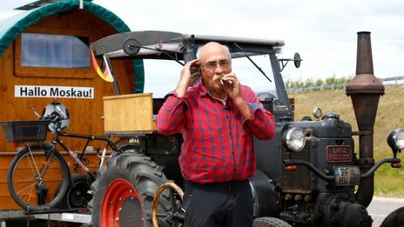 70-годишен германец тръгна с трактор за Световното