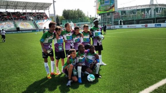 Деца от над 200 държави се обединиха в името на футболното приятелство