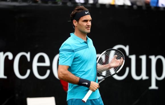 Федерер загуби сет при завръщането си