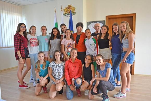 Кметът на Харманли награди млади лекоатлети