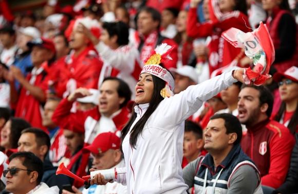 Група перуански фенове платиха 800 долара за такси