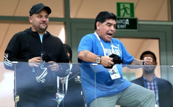 Марадона изригна: Компютри, дронове, 14 асистенти... не може да падаме от Хърватия!