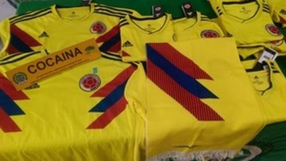 Полицията в Колумбия откри футболни фланелки, подплатени с кокаин